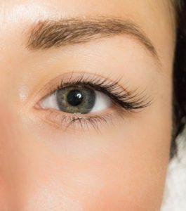 Наращивание ресниц в уголочках глаз
