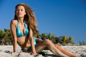 Как одеться на пляж женщине: эффектный образ важен всегда