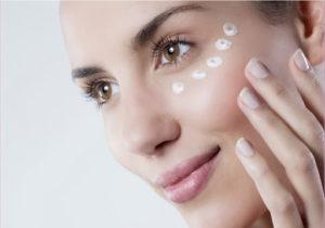 Средства по уходу за кожей глаз: хорошая подборка