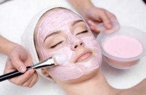 Как наносить маску на лицо: основные правила и ошибки