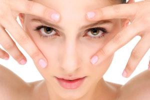 Какой уход для глаз от морщин поможет сохранить молодость?