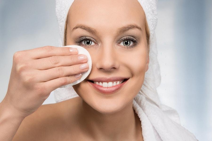 Как правильно снимать макияж: избегаем типичных ошибок